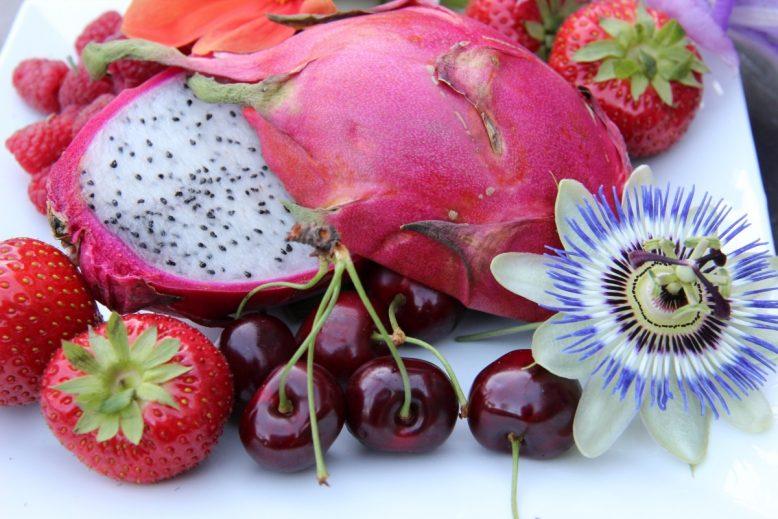 Hippe exotische vruchten: drakenvrucht en mangoesteen