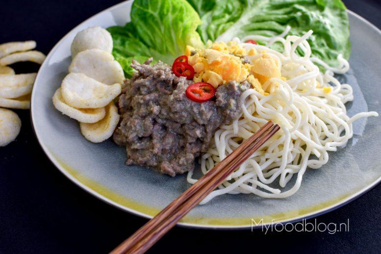 Noodles met Indonesisch gehakt en ei (arem-arem mie)